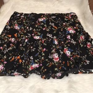 Dresses & Skirts - Floral Skirt with Ruffles brand New